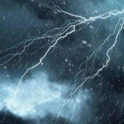 أمطار غزيرة وجريان سيول بعدة مناطق.. الإثنين