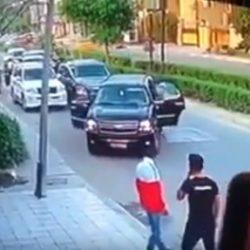 فيديو.. معلمة تتعرض لاعتداء أثناء ذهابها إلى المدرسة بسيارتها الخاصة في تبوك
