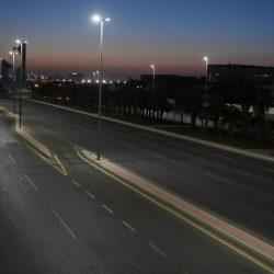 """""""شرطة الرياض"""": القبض على مواطنِين وزائر عربي تجوّلوا وقت المنع واستهزأوا برجال الأمن"""