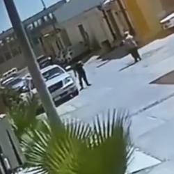 فيديو.. طالب يذهب إلى مدرسته رغم تعليق الدراسة في جازان