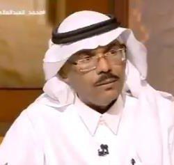 """مصادر: ضبط أحد مشاهير التواصل بمكة بعد ظهوره عبر فيديو وهو يصنع """"شاي"""" من كرسي الحمام"""