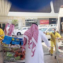 رد فعل كاشير سعودي تجاه مُقيم اكتشف فقدان محفظة أمواله خلال التسوق (فيديو)