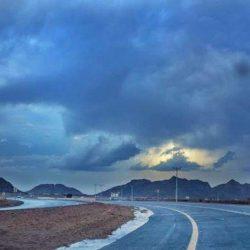 """تركي آل الشيخ يهدي """"شاعر جازان الفصيح"""" سيارة حديثة ومبلغاً مالياً (فيديو)"""