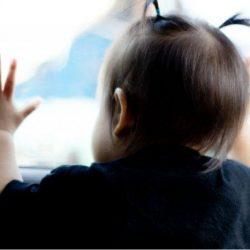 """شرطة المدينة تستمع لأقوال الطفلة الناجية من """"لعبة الموت"""".. ووالدتها: الحادث أشبه بكابوس"""