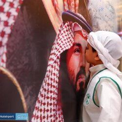 الرياض : القبض على مواطن لتعمده إسقاط العلم الوطني من مركبةٍ أثناء سيره في أحد الشوارع