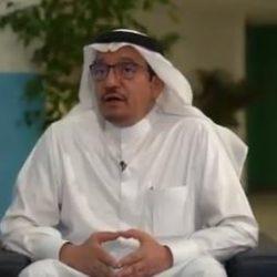 """""""أبوعثمان"""" يروي قصة تحوله من مدير براتب 40 ألفاً إلى بائع في بسطة شاي (فيديو)"""