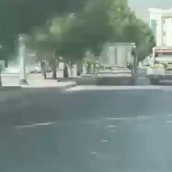 امرأة تقتحم مطعماً بسيارتها في جدة (فيديو)