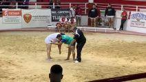 شاهد.. مصارع يكسر فك حكم بالخطأ في إحدى المباريات بإسبانيا
