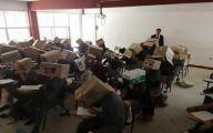 المكسيك: معلم يضع صناديق كرتونية على رؤوس طلابه لمنعهم من الغش (صورة)