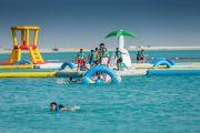 شاهد.. أكبر لعبة مائية متنقلة في العالم على شاطئ جدة