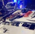 """شاهد.. """"شرطة الرياض"""" تضبط أحد أخطر مروجي المخدرات.. وهذا ما عثرت عليه في مخبئه"""