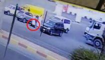 """""""شرطة عسير"""" تصدر بياناً حول مقطع دهس مواطن لزوجته بخميس مشيط"""