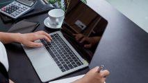 5 أخطاء شائعة قد تؤدي لتلف حاسوبك المحمول عليك تجنبها