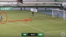 لاعب يسدد ركلة جزاء كوميدية ويضيع على فريقه لقباً محلياً في البرازيل (فيديو)