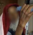 """فيديو متداول لمسن طرده ذووه من المنزل.. و""""العنف الأسري"""" و""""حقوق الإنسان"""" يتفاعلان"""