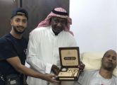ماجد عبدالله يعلن منح خميس العويران فيلا سكنية
