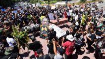 شاهد.. الآلاف يشيعون جثمان جورج فلويد بعد أسبوعين على مقتله