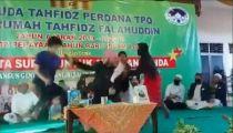 فيديو.. لحظة طعـن داعية إندونيسي أثناء إلقاء محاضرة في مسجد