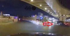 بسبب قطع الإشارة.. كاميرا مراقبة توثق حادثاً بين مركبتين على أحد طرق المملكة (فيديو)